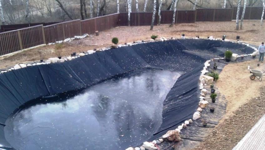 Искусственный пруд. Строительство декоративных водоемов.